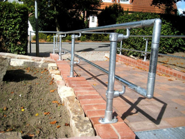 Kee Access handrail for schools