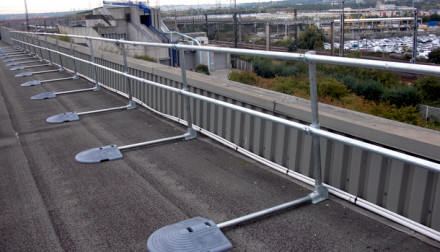 Roof free-standing guardrail regulations simplified
