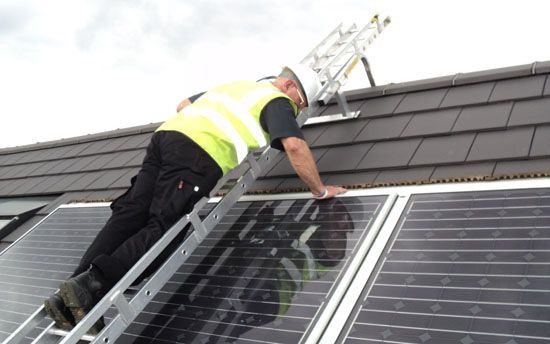easi dec solar bridging ladder in use