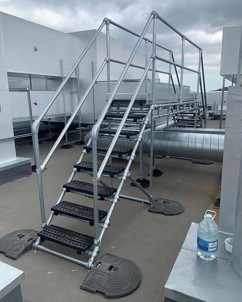 freestanding stepover platform