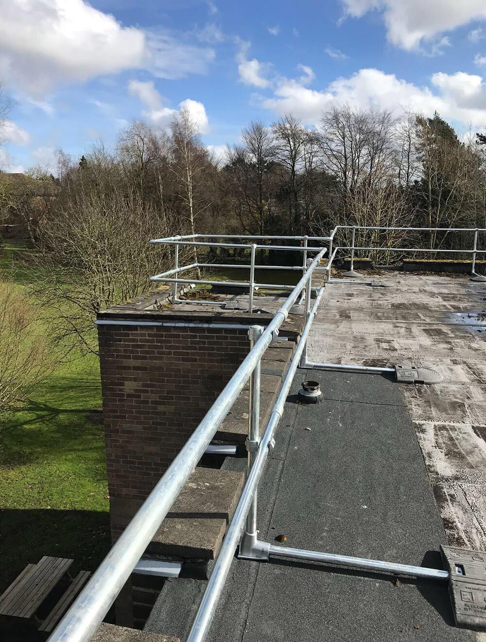 roof edge guardrail