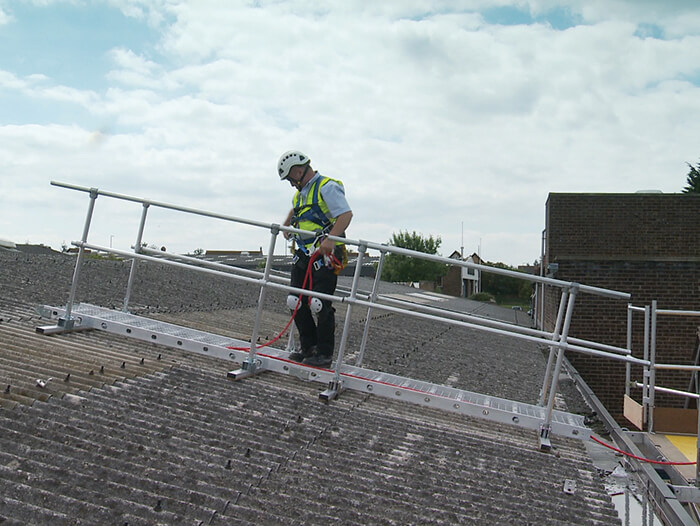 roof platform for maintenance and repairs