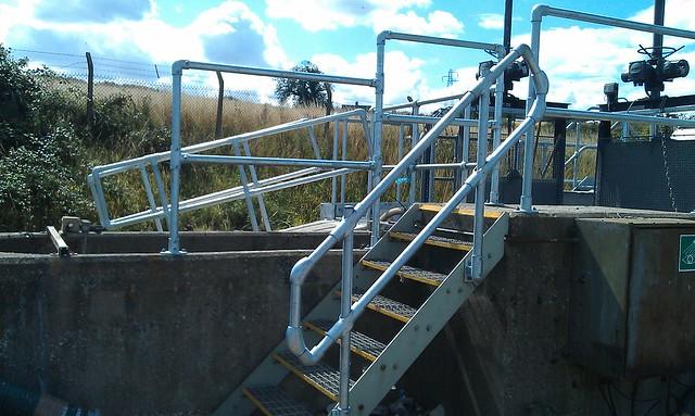 kee klamp rail around stairs
