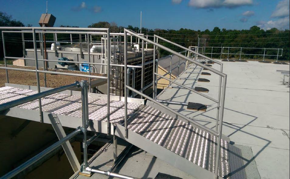 Roof platform step over