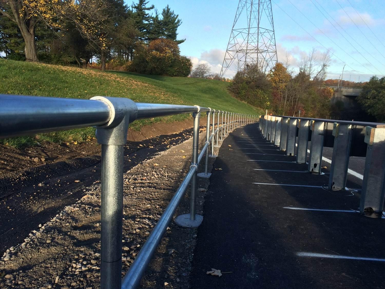 Ground based Kee Klamp barrier