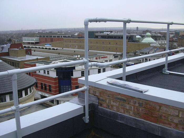 roof parapet guardrail system